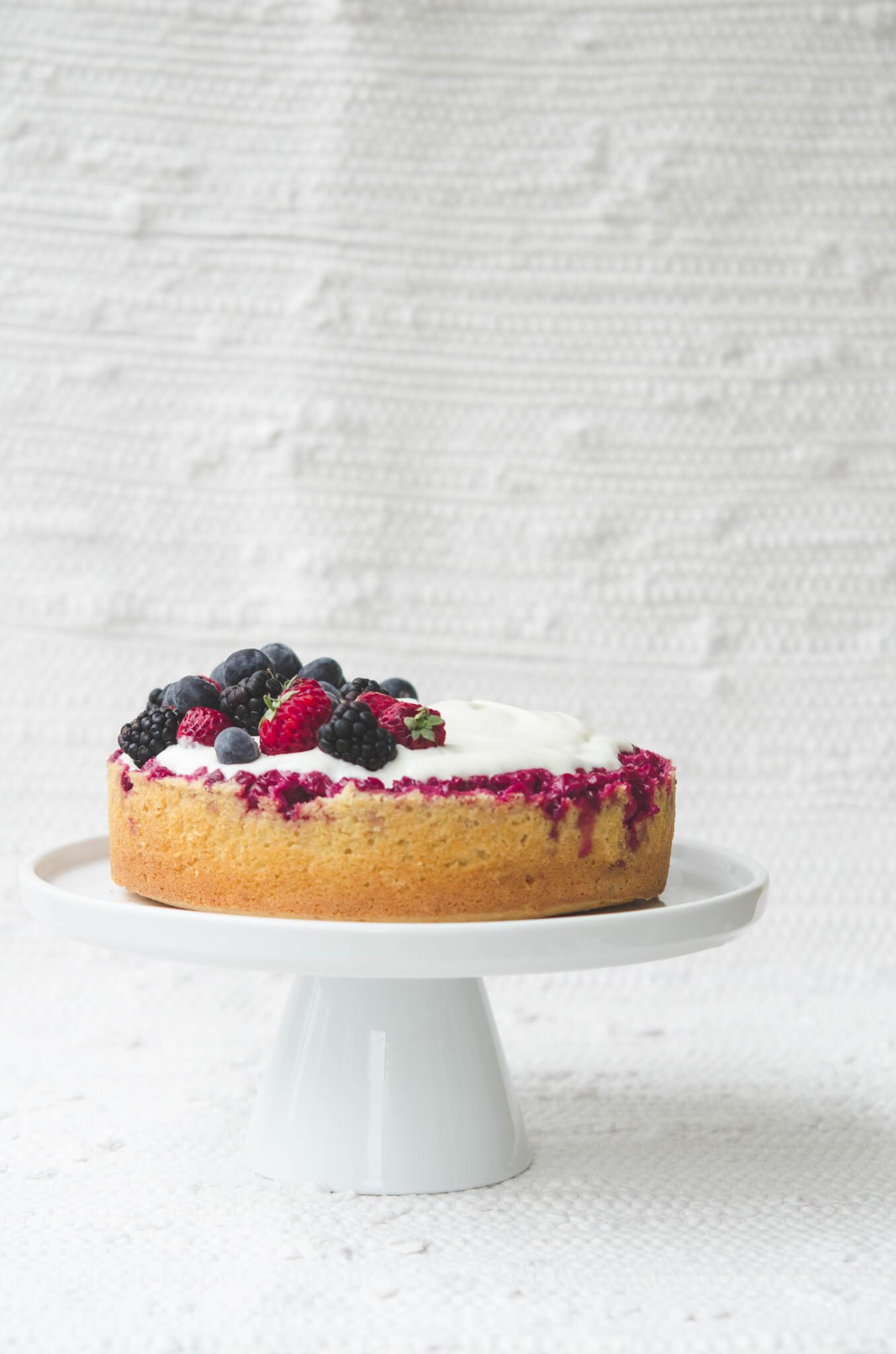 Lingonberry Cake with Skyr Cream